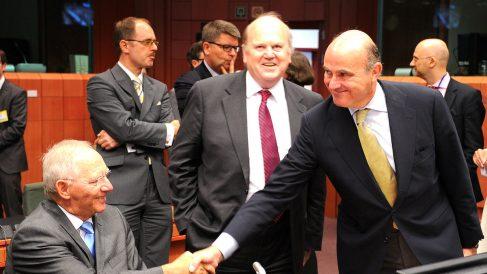 El ministro de Economía, Luis De Guindos, con su homólogo alemán,  Wolfgang Schaeuble. (Foto: GETTY)