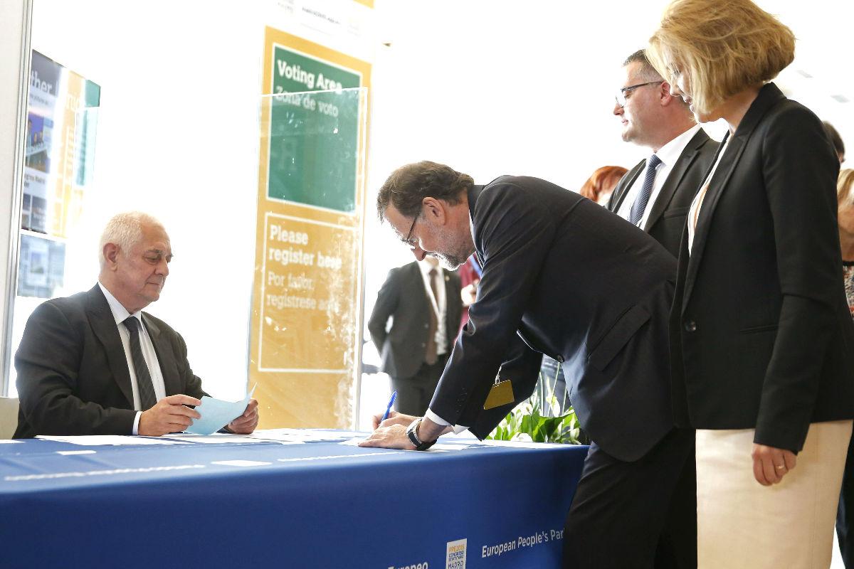 Mariano Rajoy,momentos de la votación para la elección del presidente del Partido Popular Europeo. (Foto: EFE)