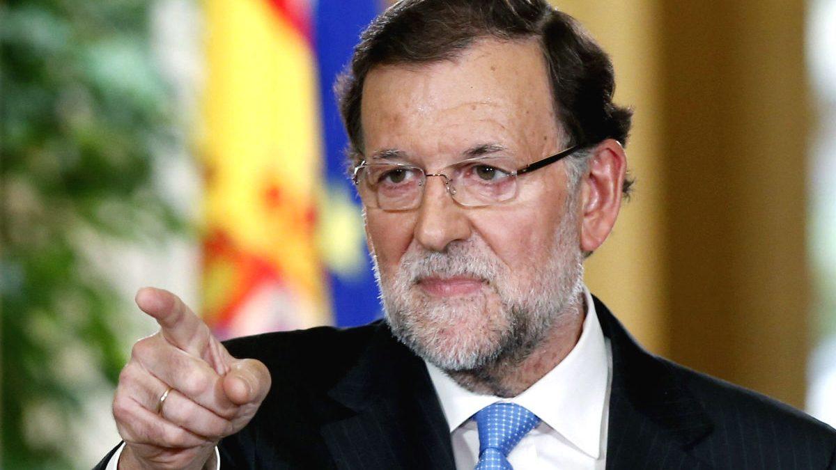 Rajoy en la rueda de prensa posterior al Consejo de Ministros Extraordinario. (Foto: EFE)