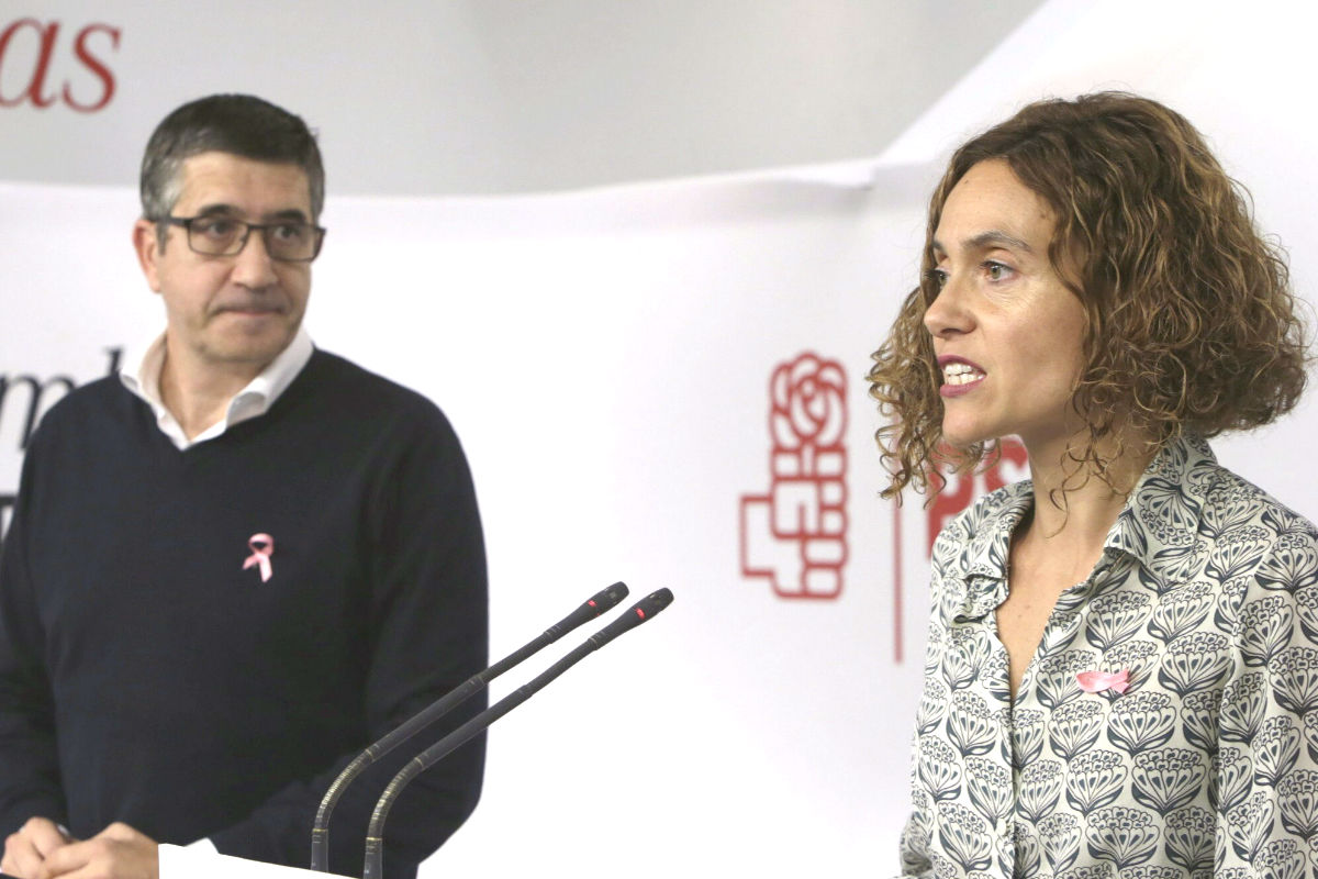 a responsable de elaboración del programa, Meritxell Batet aclara que proponen eliminar la religión solo en los centros públicos. (Foto: EFE)