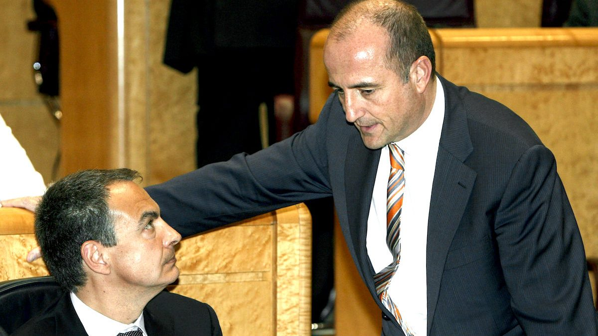 Miguel Sebastián en su etapa como ministro de Rodríguez Zapatero. (Foto: EFE)