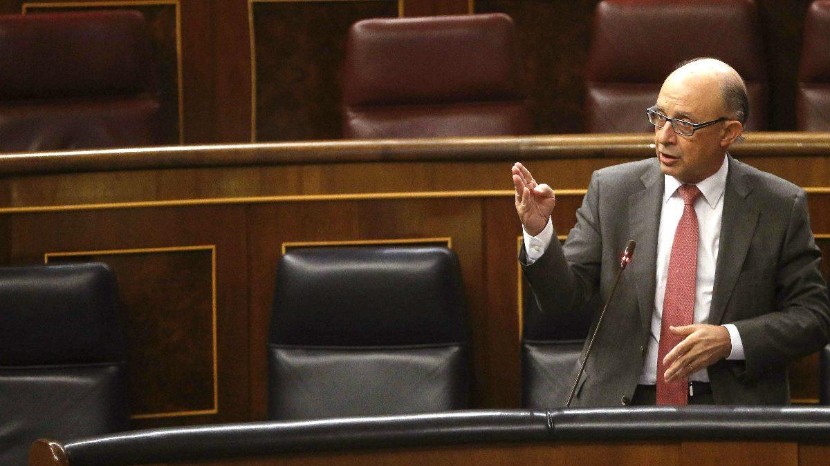 Cristóbal Montoro en una sesión plenaria. (Foto:EFE)