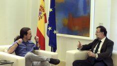 Pablo Iglesias reunido con Mariano Rajoy en La Moncloa. (Foto: EFE)
