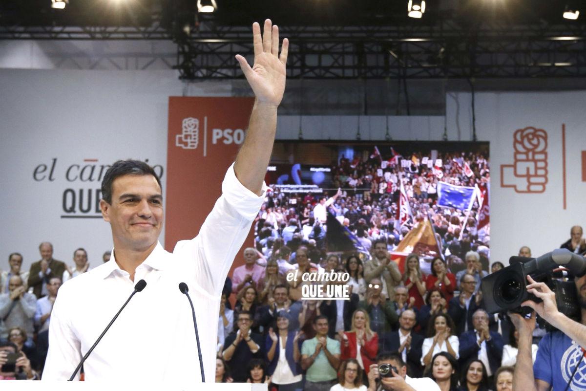 Pedro Sánchez en un mitin celebrado este domingo en el polideportivo Magariños. (Foto: EFE)