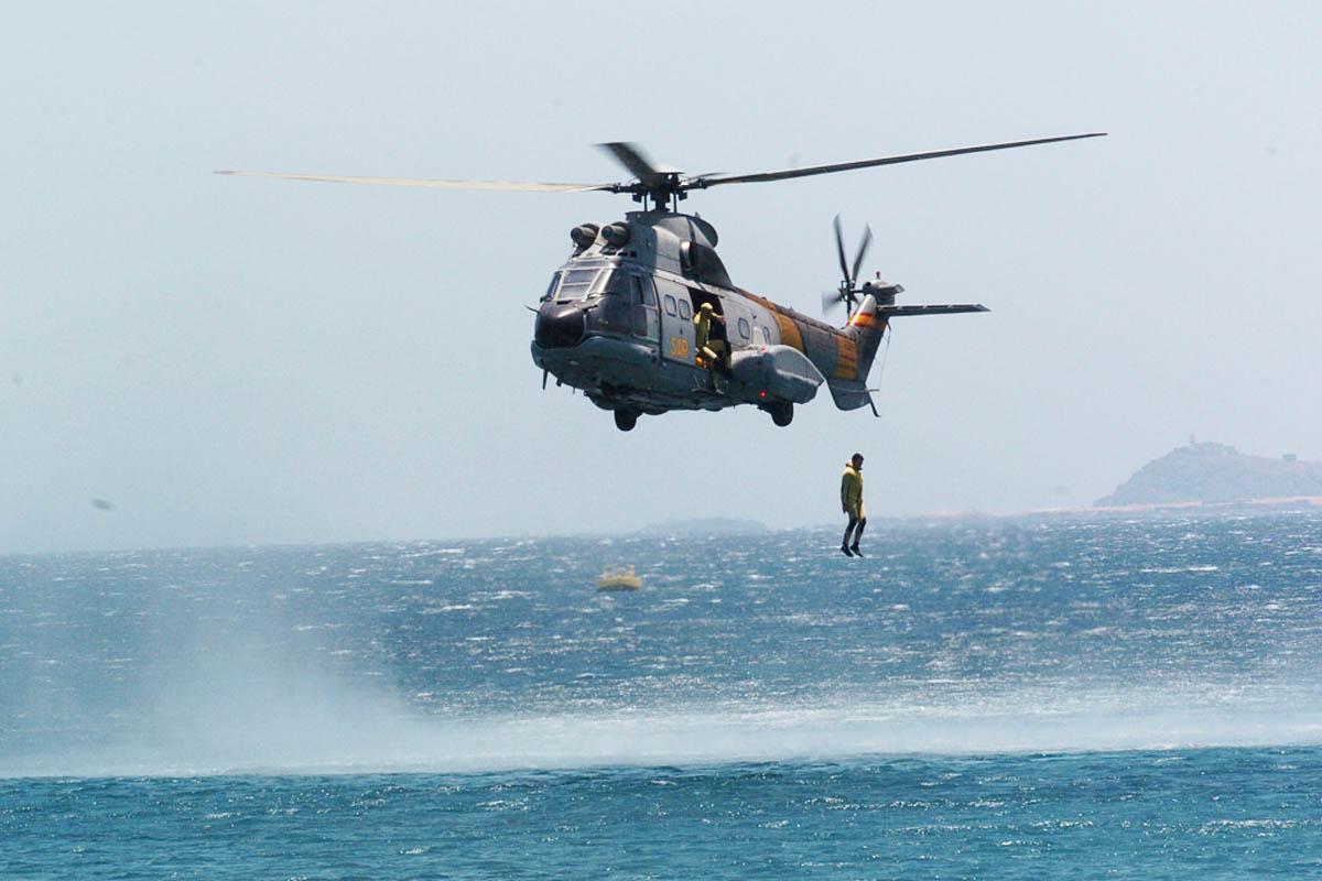 Helicóptero del SAR durante un ejercicio de entrenamiento. (Foto: DEFENSA)