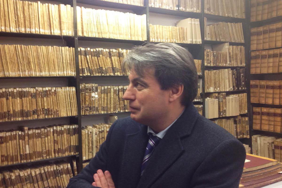 Policarpo Sánchez en el Archivo de Salamancva (Foto: Asociación Salvar al Archivo de Salamanca)