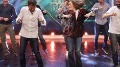 La vicepresidenta del Gobierno, Soraya Sáenz de Santamaría, bailando en el Hormiguero con Pablo Motos. (Foto: Antena3)