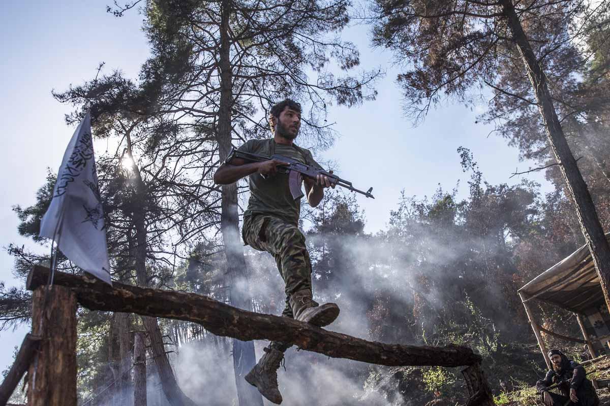 Un soldado de Turkmenistán entrena en Latakia, zona vigilada por los rusos (Getty)