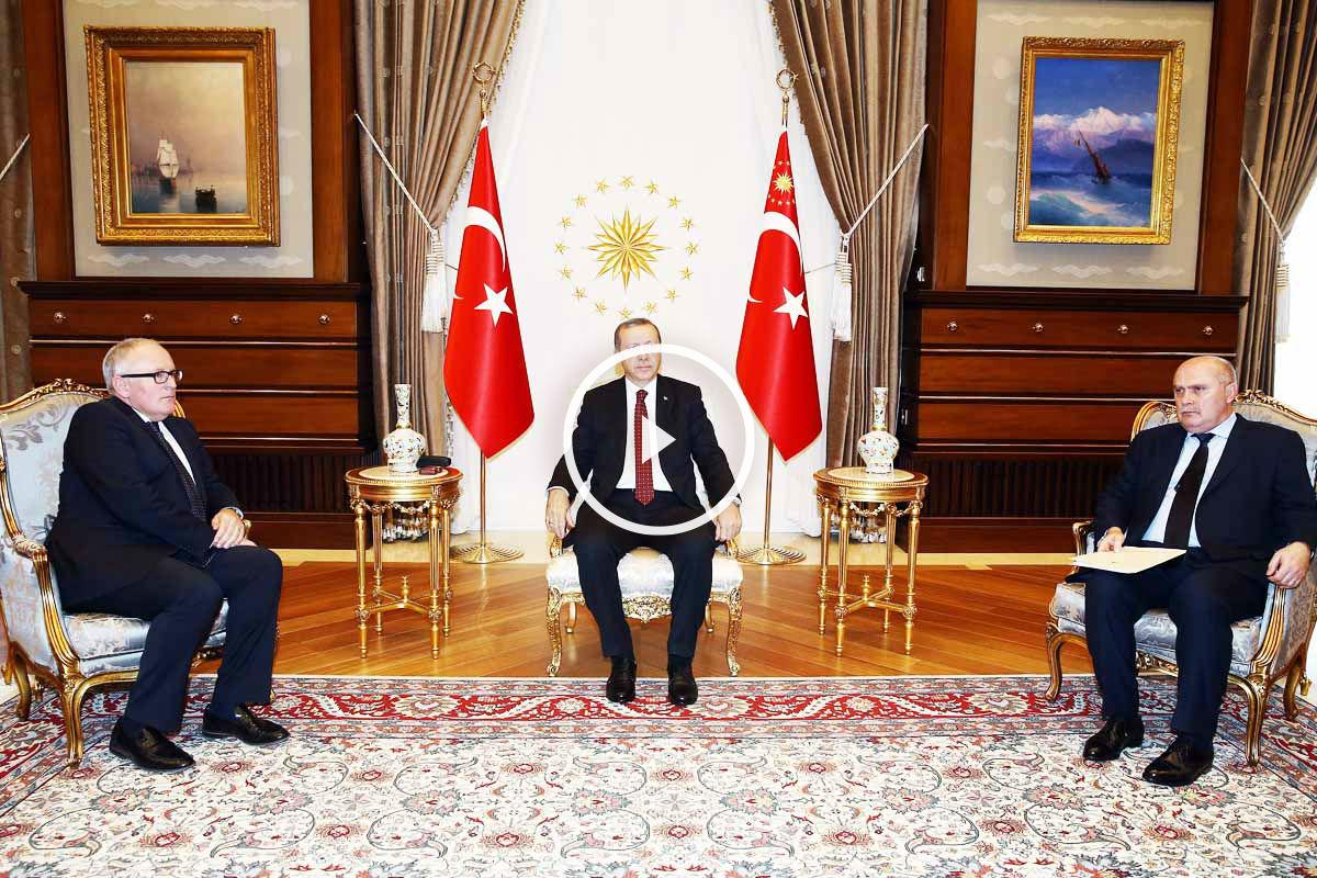El presidente turco, reunido con el videpresidente de la Comisión Europea Timmermans (Foto: Getty)
