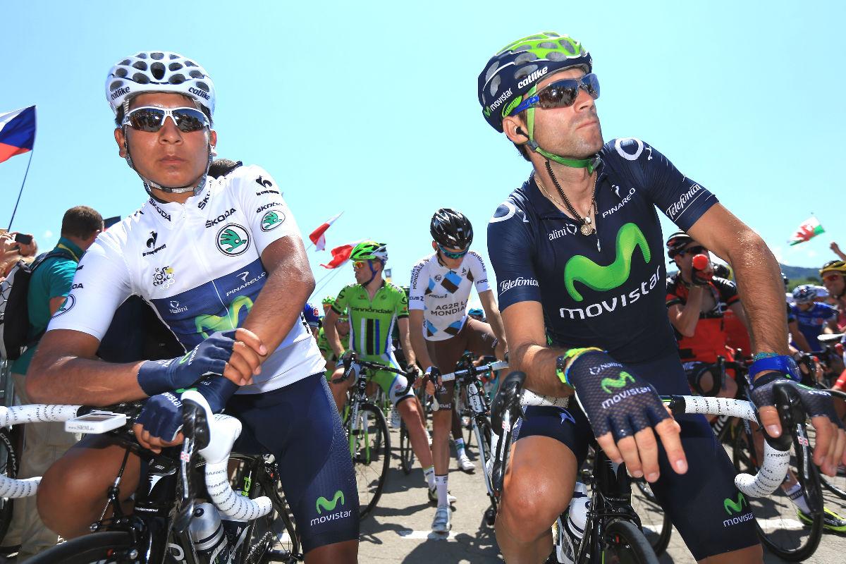 Nairo Quintana y Alejandro Valverde, en la salida de una etapa del Tour de Francia.