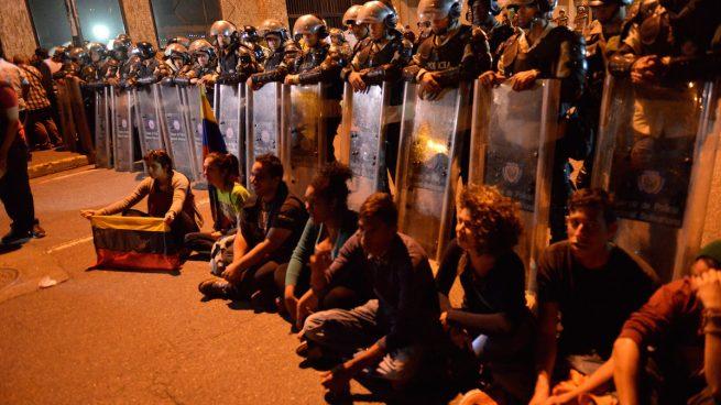 Estudiantes venezolanos se manifiestan en apoyo al líder opositor Antonio Ledezma, el pasado mes de febrero (Foto: Getty)
