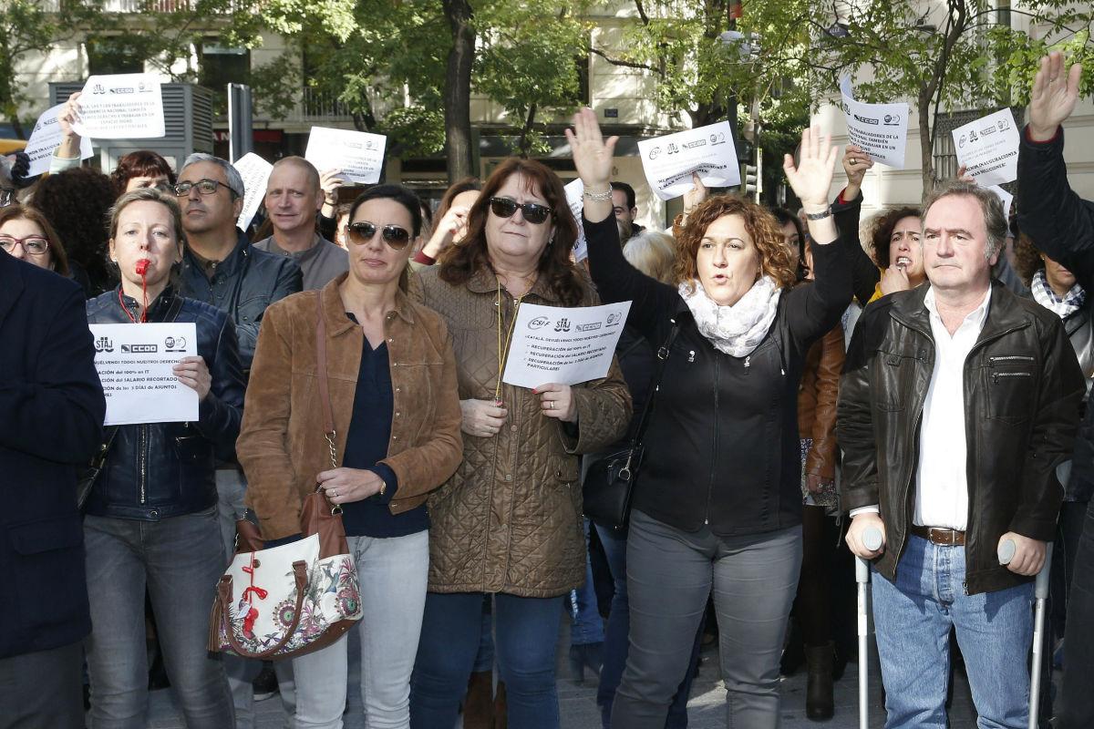 Protestas ante el ministro Catalá. (Foto: Getty)