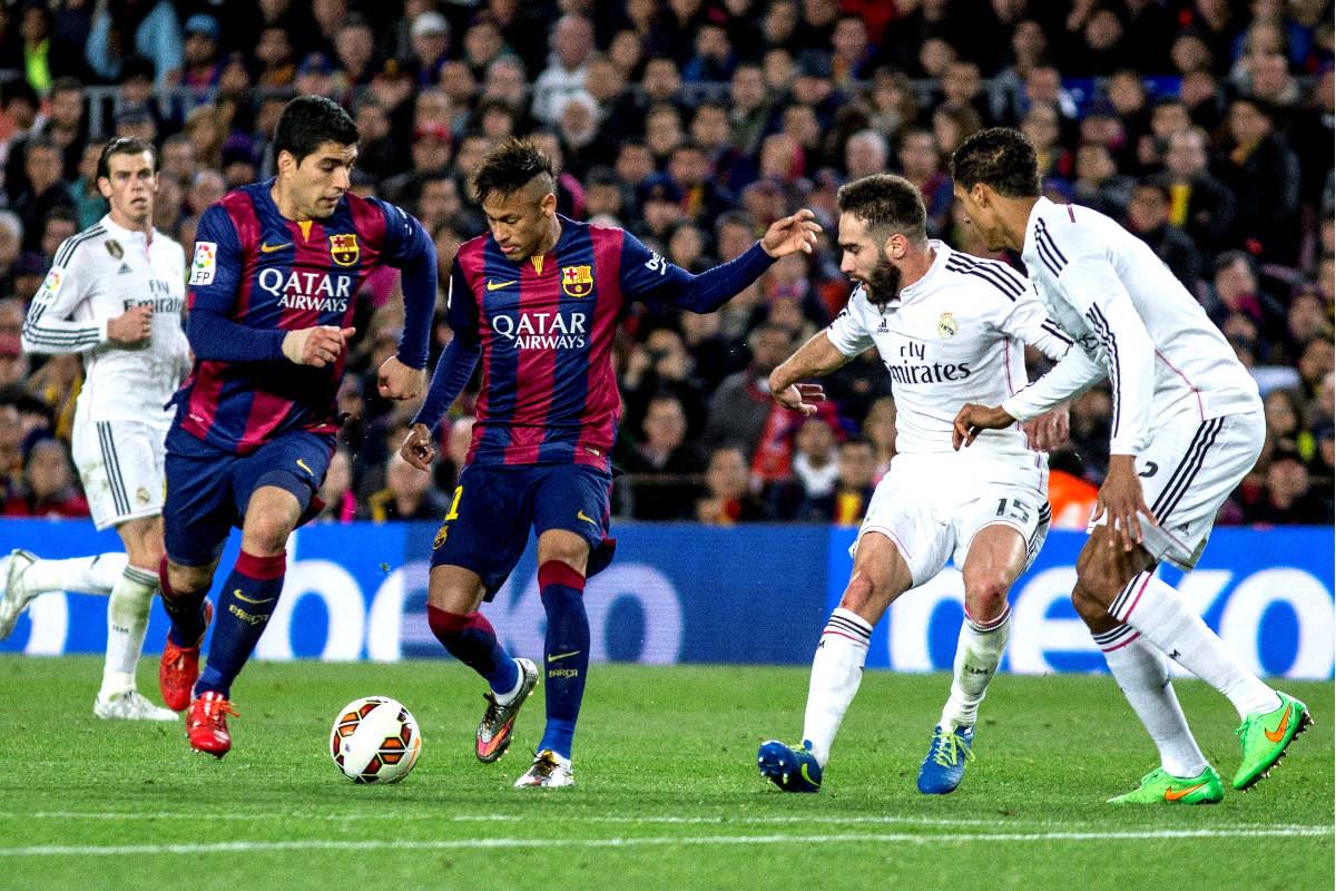 Real Madrid y Barcelona durante un clásico la pasada temporada (Getty)