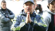 Rafa Benítez hace el gesto de disculparse antes de un partido de la pretemporada del Madrid. (Getty)
