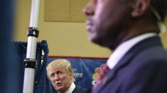 Trump observa a Carson, su principal obstáculo para la victoria. (Foto: Getty)