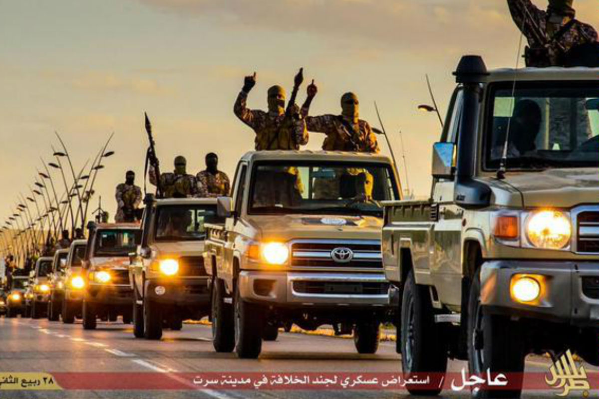 Uno de los vídeos en el que los terroristas circulan en Toyotas.