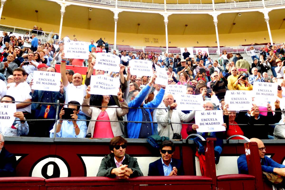 Alumnos de la Escuela Taurina protestan en Las Ventas (Foto: Efe)