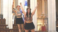 Dos integrantes de FEMEN en su asalto a la catedral de la Almudena