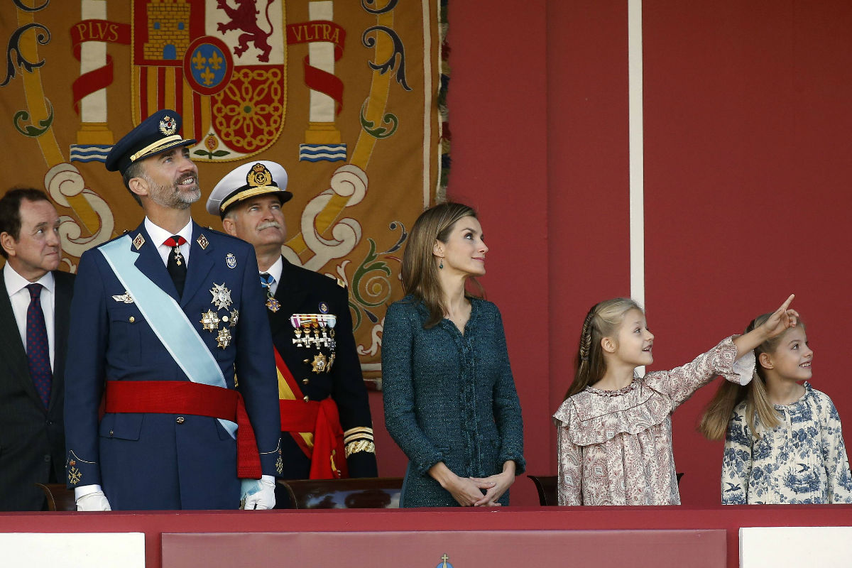 Los Reyes y sus hijas en el desfile de 2014. (Foto: Efe)