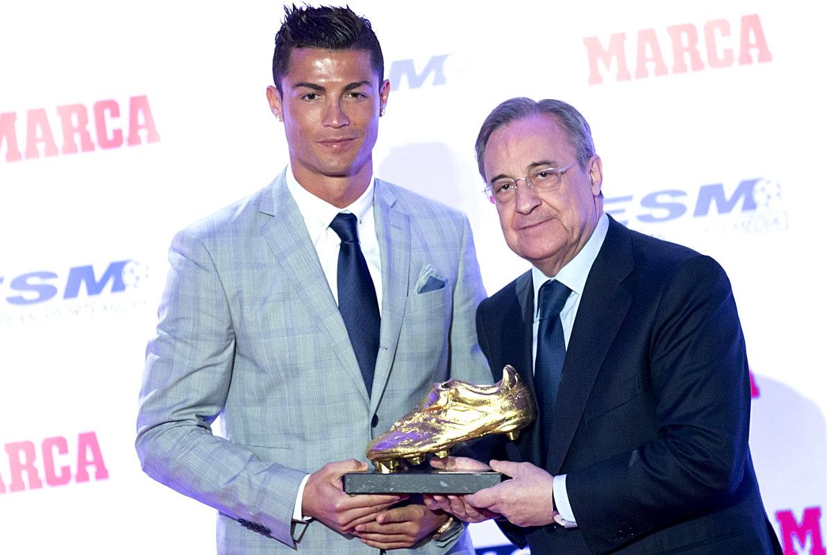 Florentino Pérez entrega a Cristiano Ronaldo su cuarta Bota de Oro