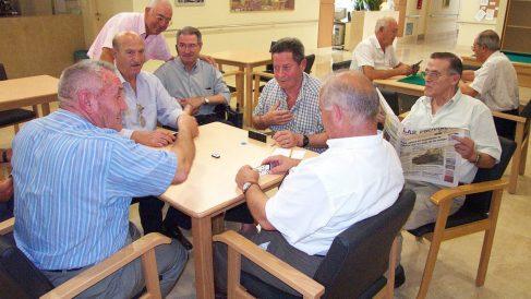 Un grupo de jubilados. (Foto: EFE)