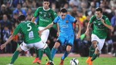 Munir intenta zafarse de varios jugadores del Villanovense. (Getty)