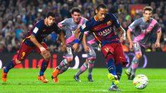 Neymar lanza un penalti esta temporada. (Getty)
