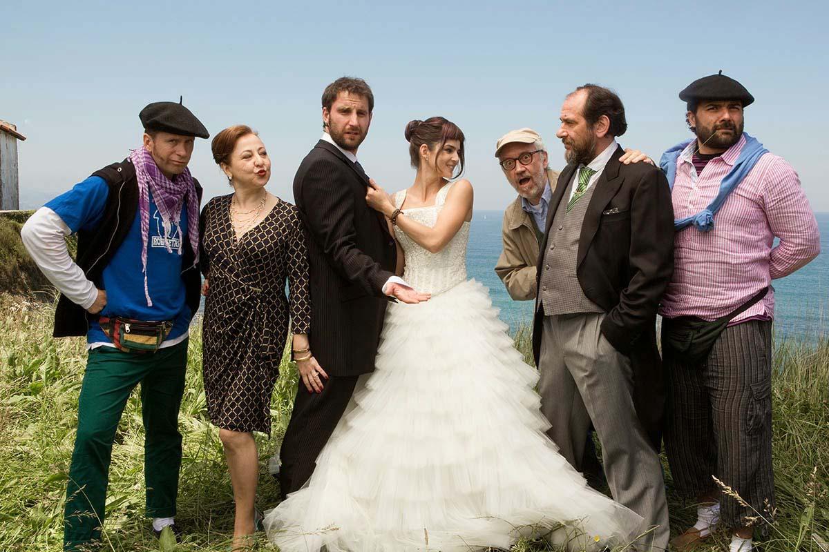 El reparto de Ocho apellidos vascos, producida por Atresmedia en 2014.