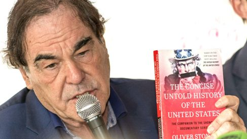 Oliver Stone en la rueda de prensa ofrecida en Palma de Mallorca (Foto: Efe)