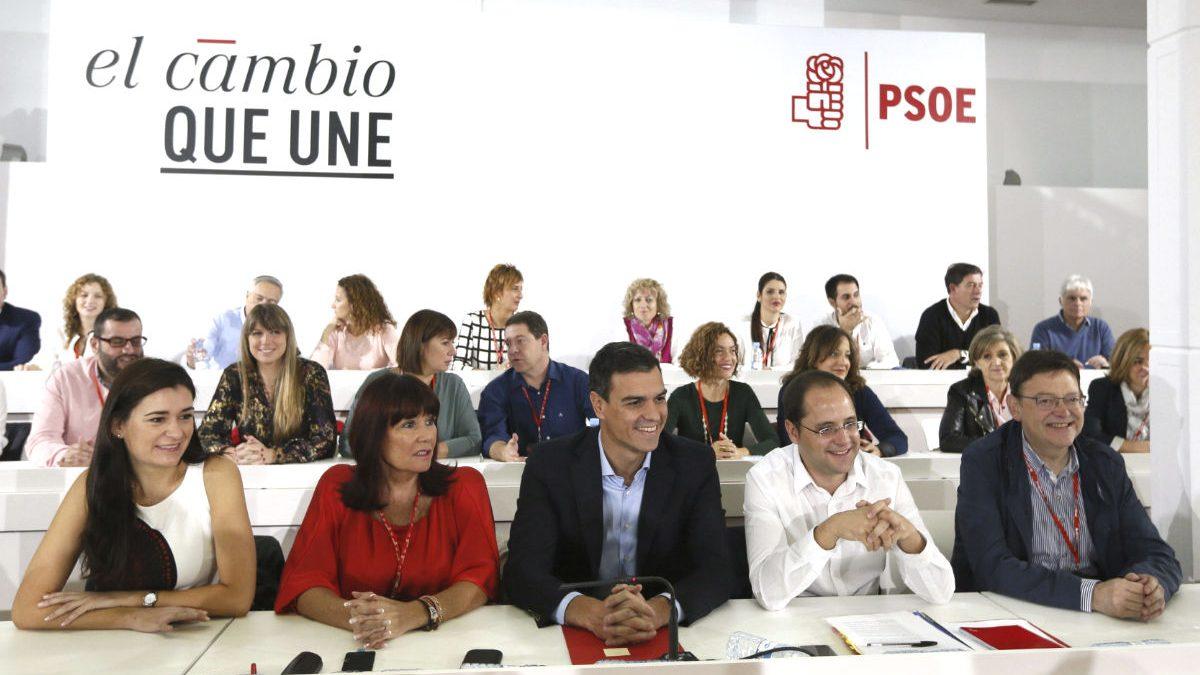 Pedro Sánchez y otros dirigentes socialistas durante la reunión del Comité Federal (Foto: Efe)
