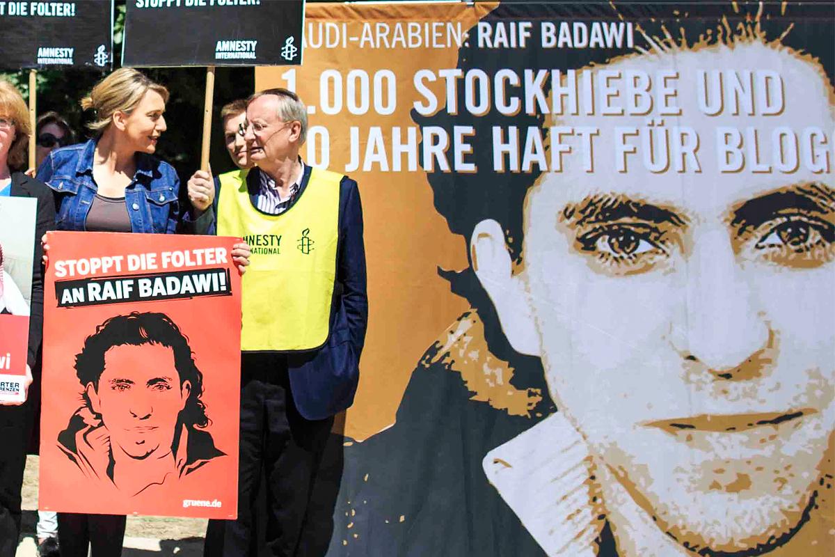 Badawi fue condenado a 10 años de prisión por crear una web. (Foto: Getty)