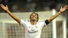 Raúl celebra el último gol que marcó en el Bernabéu en su partido homenaje. (AFP)