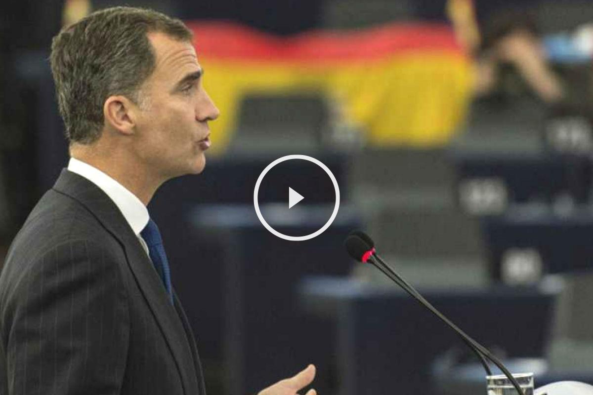 El Rey Felipe VI dando su discurso ante el Parlamento Europeo.
