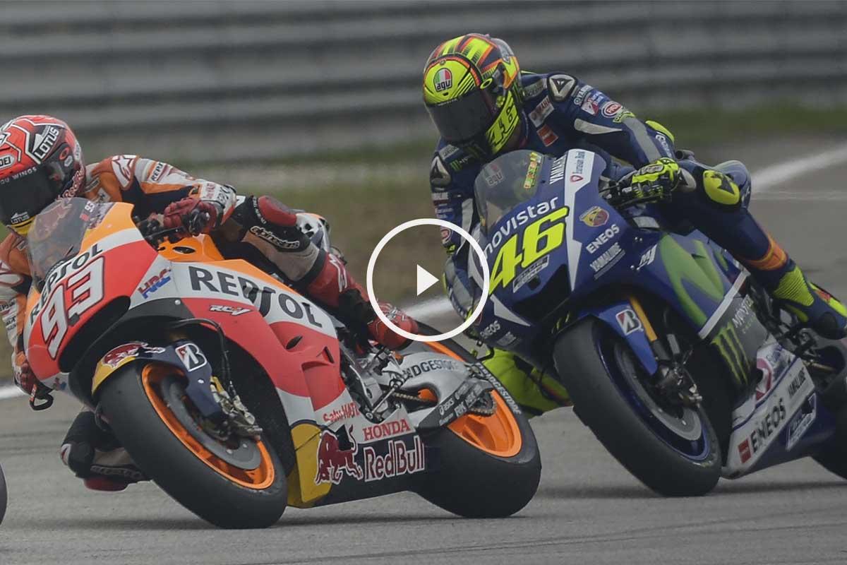 Valentino Rossi perdió los nervios a falta de 13 vueltas para el final y tiró a Marc Márquez. (Foto: AFP)