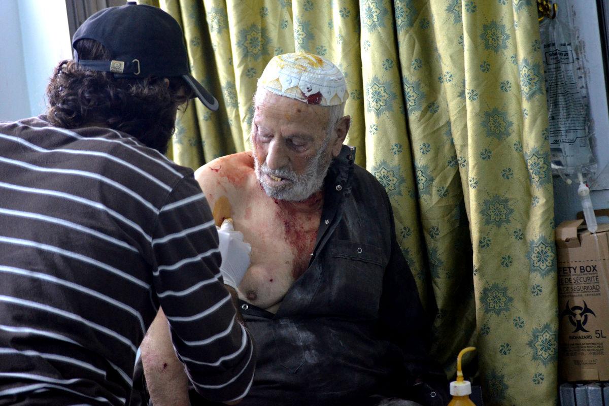 Un herido por los ataques rusos recibe asistencia médica. (Foto: Getty)