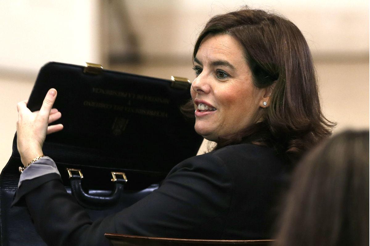 Soraya Sáenz de Santamaría tras una rueda de prensa. (Foto: EFE)