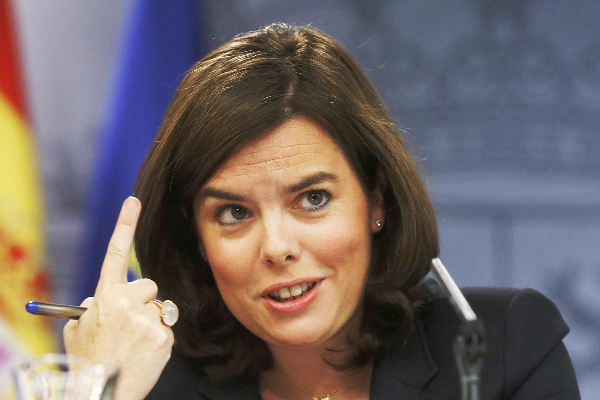 La vicepresidenta, Soraya Sáenz de Santamaría, en una rueda de prensa. (Foto: EFE)