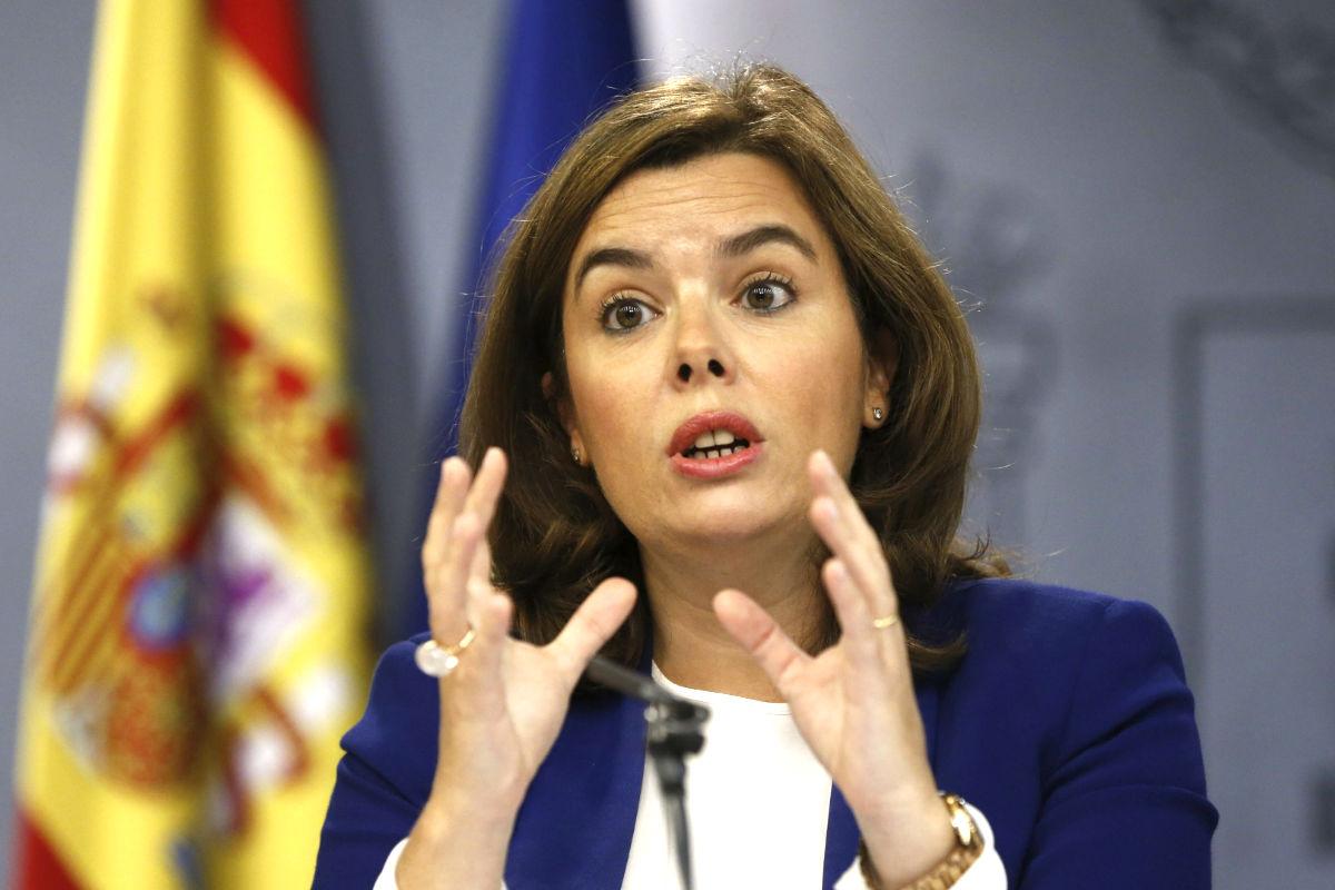 Soraya Sáenz de Santamaría en la rueda de  prensa tras el Consejo de Ministros (Foto: Efe)