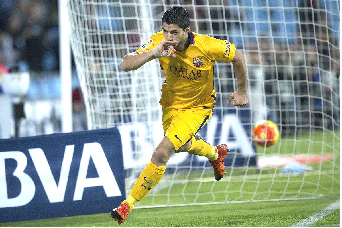 Luis Suárez celebra el gol que marcó al Getafe y que abrió el camino del triunfo azulgrana. (Getty)