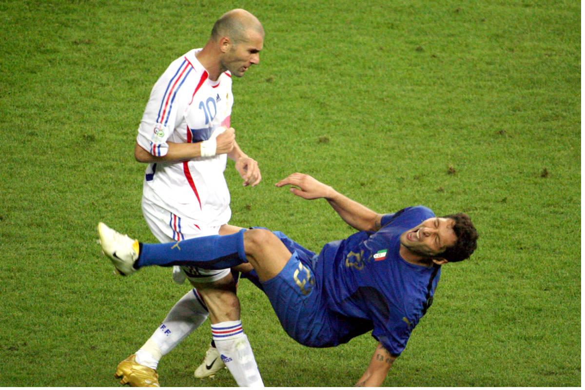 Zinedine Zidane, justo después de propinar un cabezazo a Materazzi en la final del Mundial de 2006. (AFP)