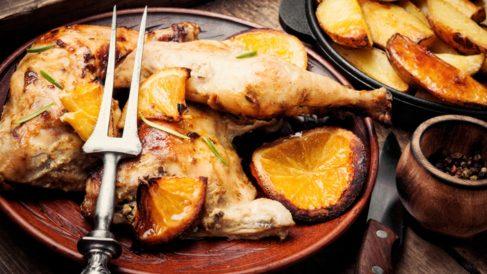 Receta de Muslitos de pollo con salsa de naranja y hierbas aromáticas