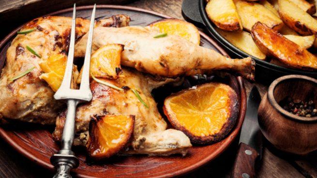 Muslitos de pollo con salsa de naranja y hierbas aromáticas