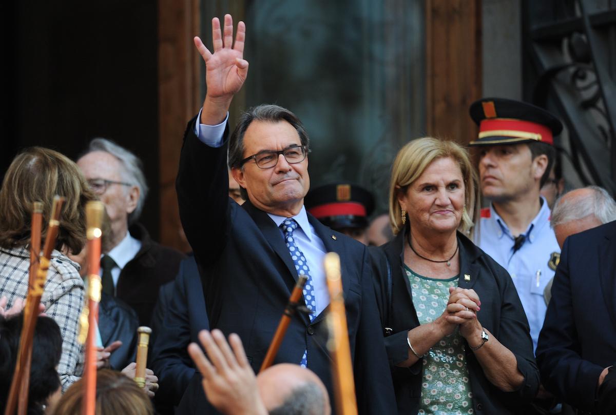 El ex president Artur Mas, durante su desafío al Tribunal Superior de Justicia de Cataluña arropado por 400 alcaldes