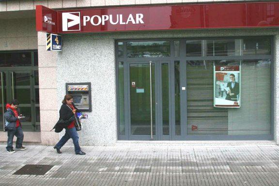 Una oficina del Banco Popular en La Coruña. (Foto: EFE)