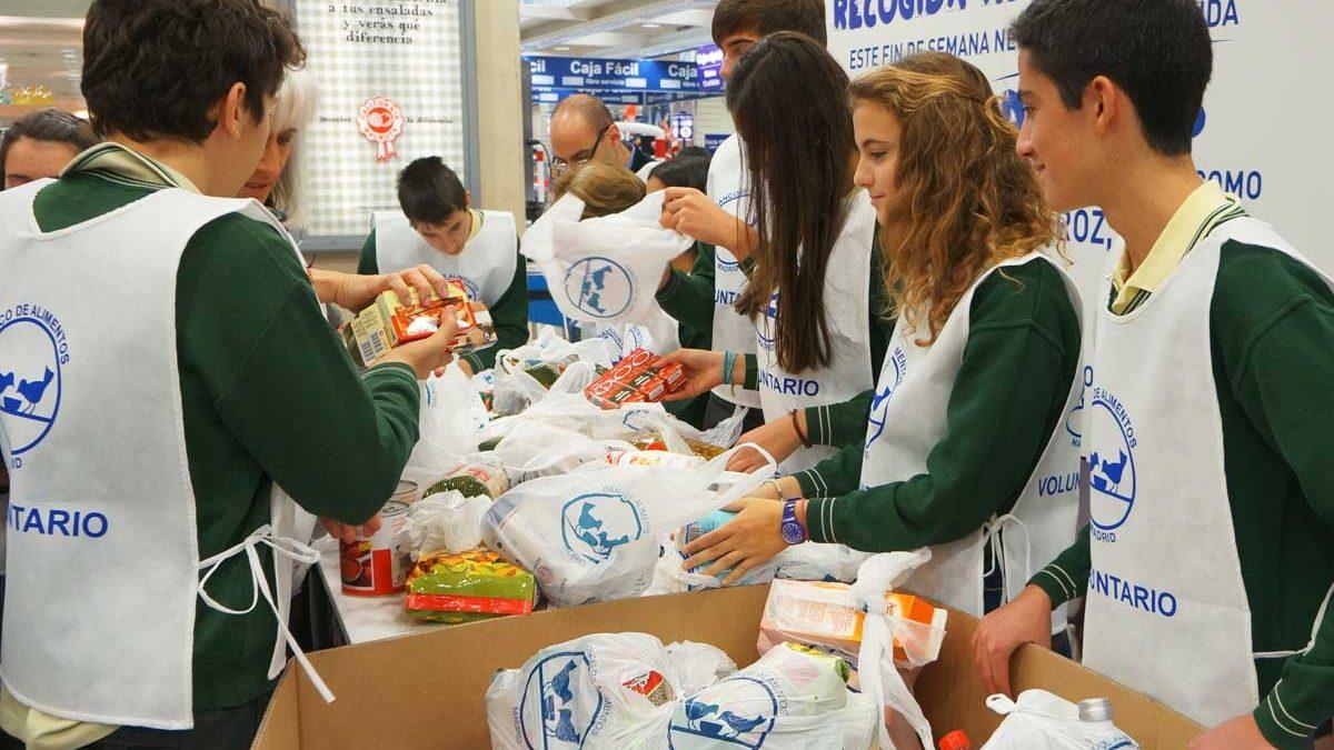 Voluntarios de Bancos de Alimentos en la gran recogida de este fin de semana. (Foto: Bancos de Alimentos)