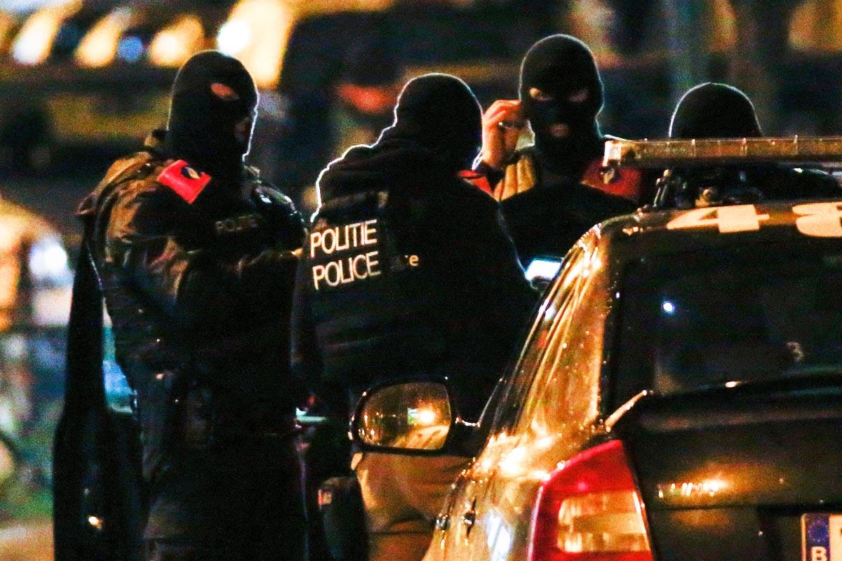 Acción policial en la madrugada de Bruselas (Foto: Reuters)