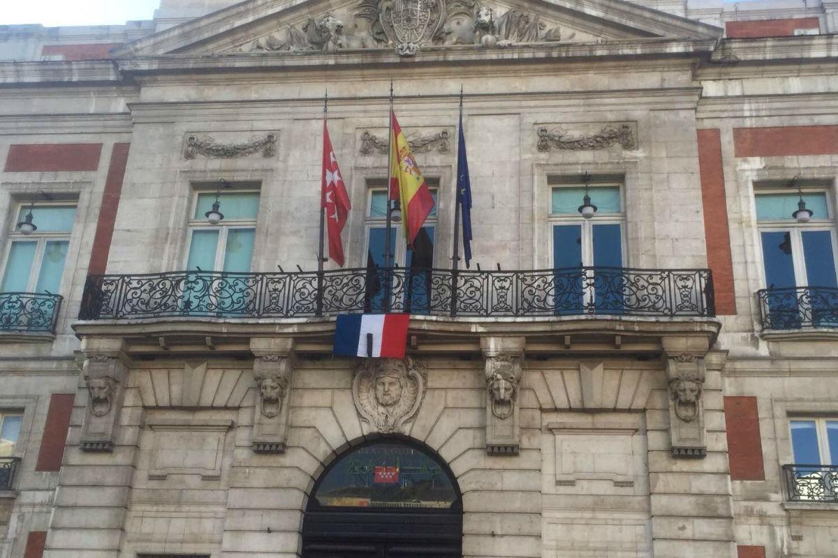 Los partidos políticos suspenden todos los actos previstos para hoy como repulsa a los atentados de París