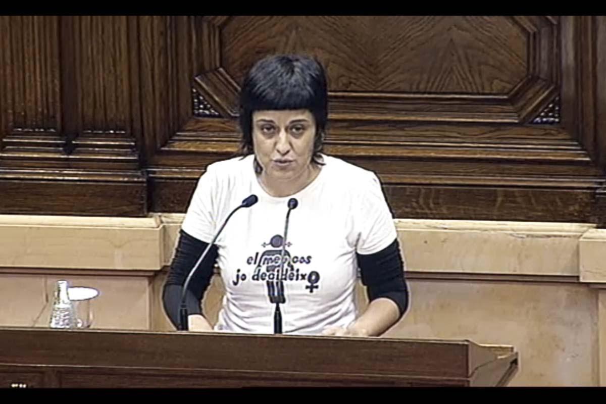 La número 2 de la CUP, Anna Gabriel, durante una intervención en el Parlament. (Foto: Agencias)