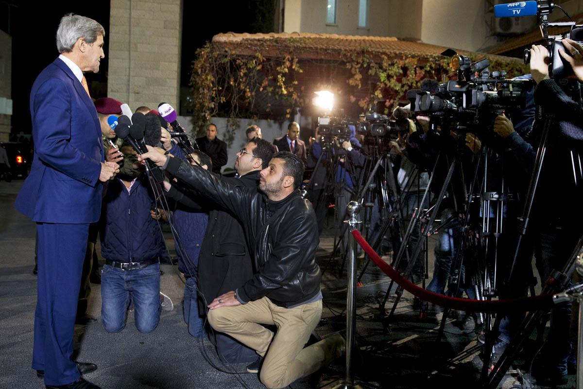 El Secretario de Estado John Kerry, tras reunirse con Mahmoud Abbas en Palestina (Foto: Reuters)