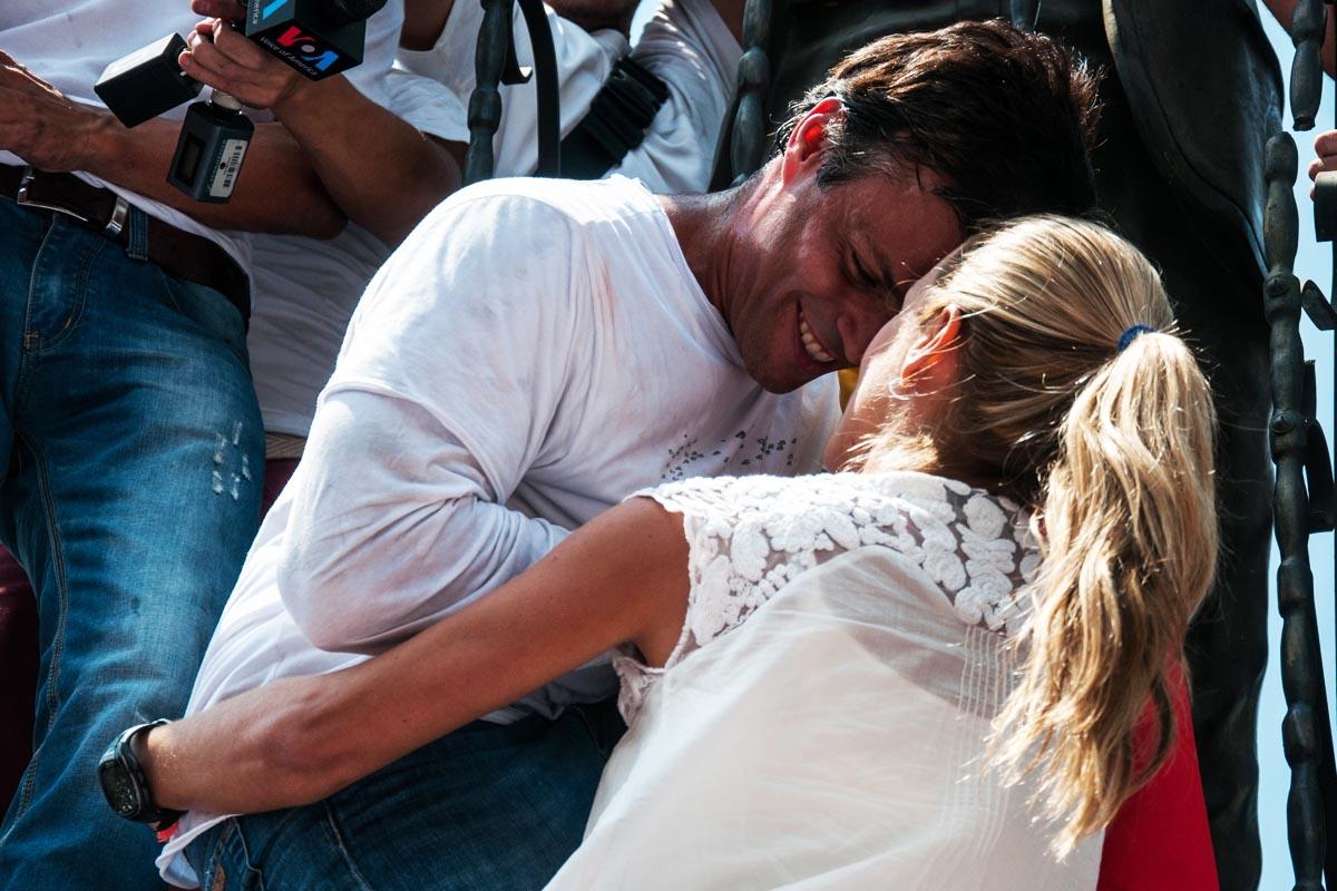 Leopoldo López ha sido excarcelado tras más de tres años en la prisión militar de Ramo Verde.